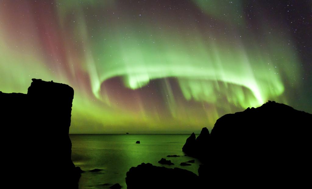 L'aurora boreale è un fenomeno frequente a partire dalla fine del mese di novembre fino al mese di marzo. Qui, l'aurora in Islanda.