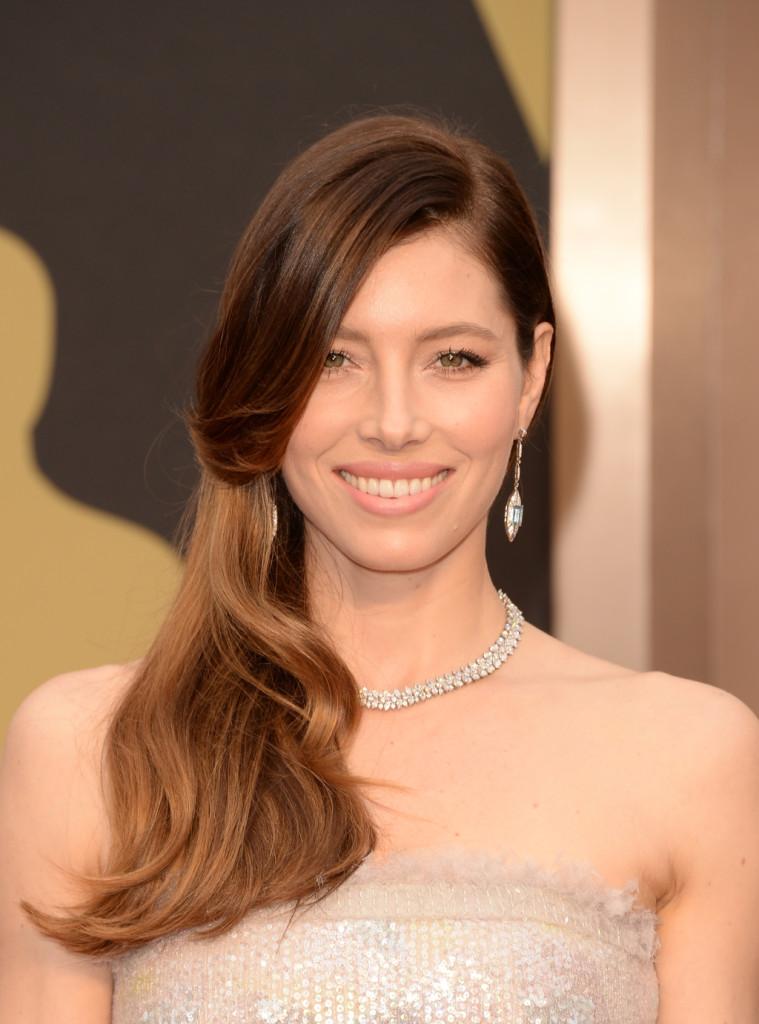Jessica Biel, moglie di Justin Timberlake  sceglie di schiarire i suoi capelli castani insistendo sulle punte