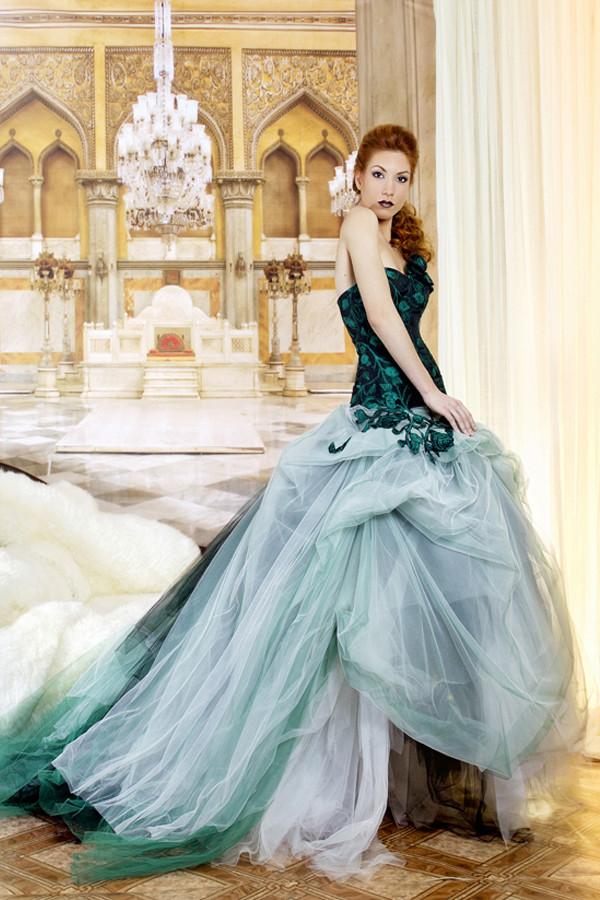 Tutti i toni del verde per un vestito importante alla Jordi Dalmau (modello Natalia)
