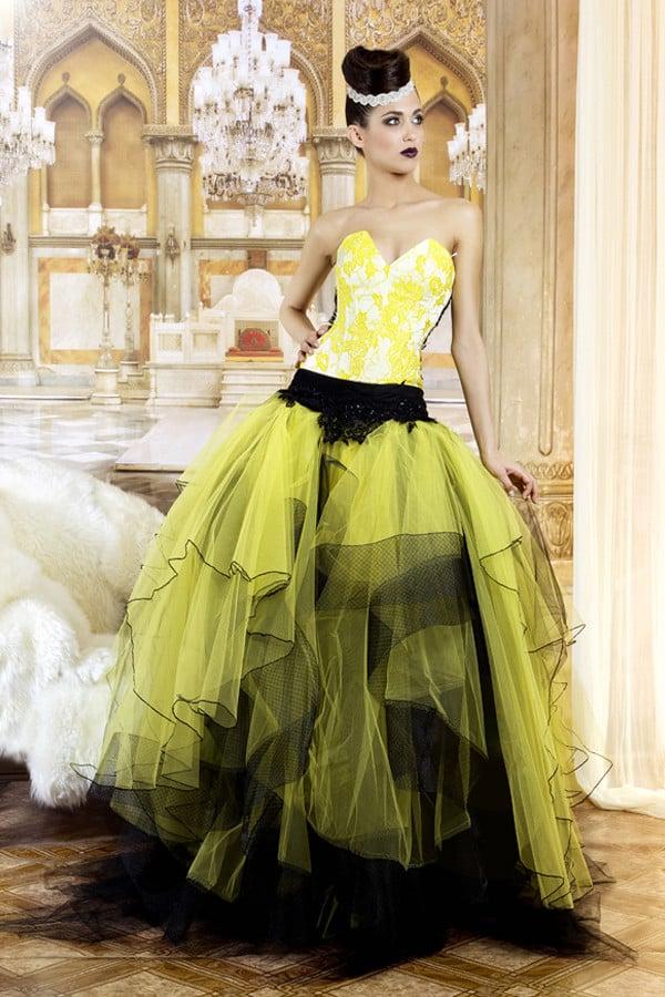 Altra fantasia giocata sui toni del giallo, nero e bianco da Jordi Dalmau (modello Sandra)