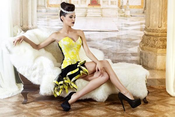Corto e giallo, qui la gelosia la fa da padrona nella versione corta del modello Sandra di Jordi Dalmau