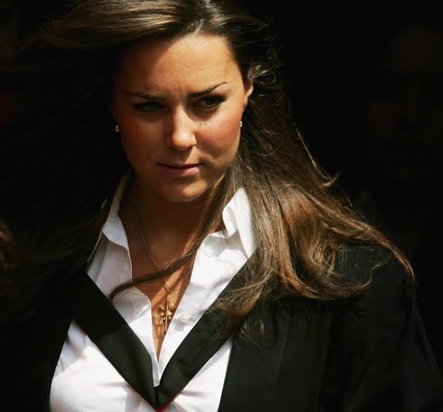Kate Middleton dopo la cerimonia di laurea nel 2005 con qualche chilo in più