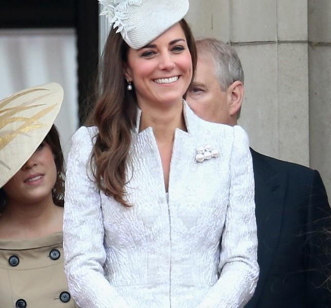 A un anno dalla gravidanza Kate è tornata in splendida forma. C'è chi dice si stia preparando per un nuovo royal baby…