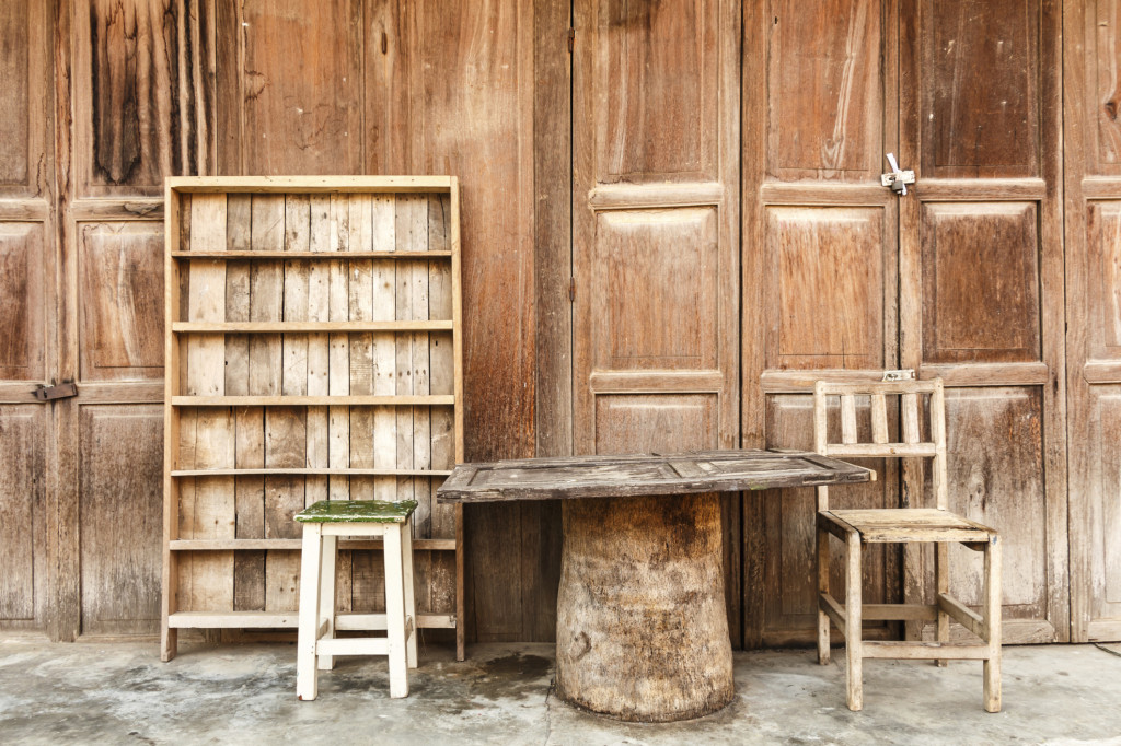5 idee per mensole originali fai da te unadonna - Costruire mobili in legno fai da te ...