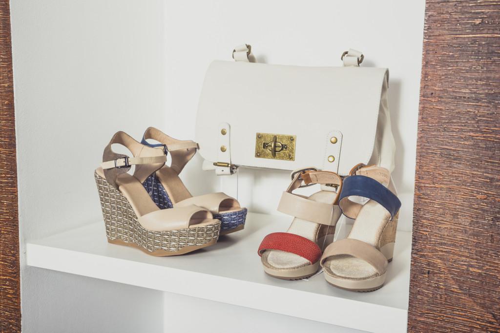 Nel riquadro della libreria puoi posizionare anche la borsa che maggiormente si abbina alle tue scarpe