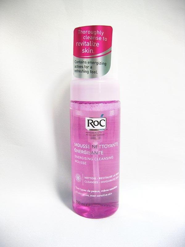 Cleanser Mousse Detergente Energizzante priva di alcol, dona freschezza e tonicità alla pelle.