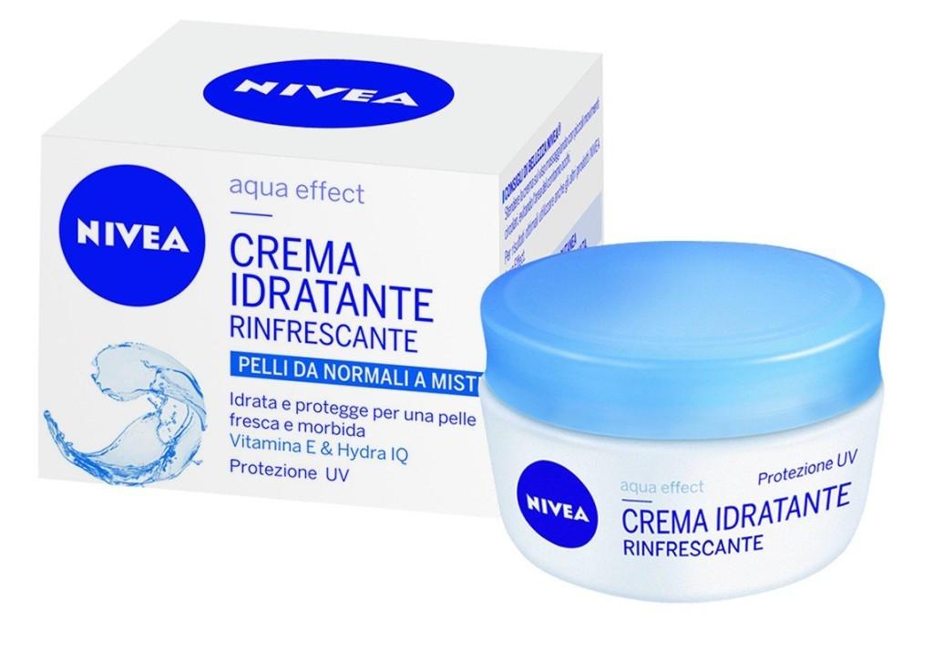 Crema Idratante Rinfrescante SPF 8 è arricchita con Vitamina E ed Hydra IQ