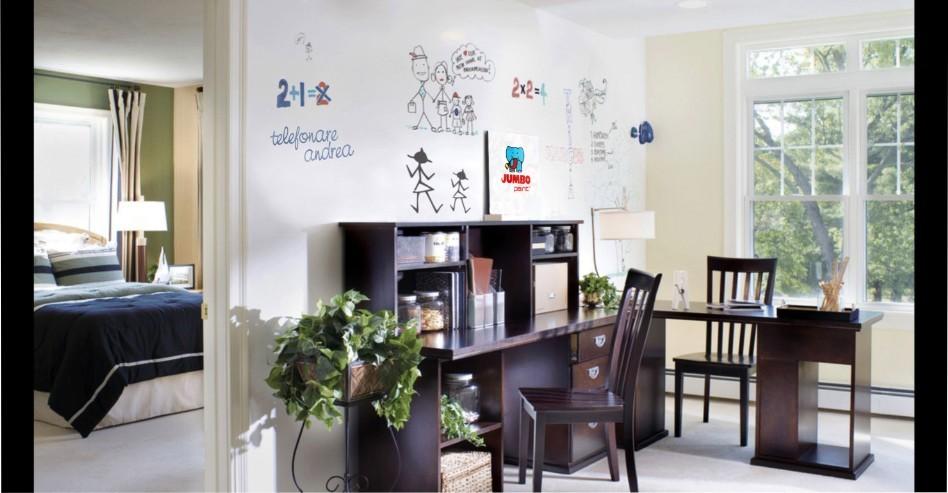 Per un soggiorno luminoso e divertente? Una pittura lavagna bianca è la soluzione!