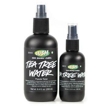 Tea Tree Toner ha un'azione astringente  grazie alla presenza di olio di tea tree. Non lascia l'effetto unto sulla pelle.