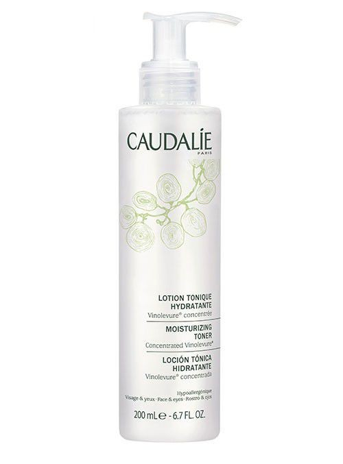 Caudalie Lozione Tonica Idratante completa la detersione e rivitalizza la pelle. Fresca, pulita e morbida prepara la pelle a giovare dei benefici dei trattamenti.