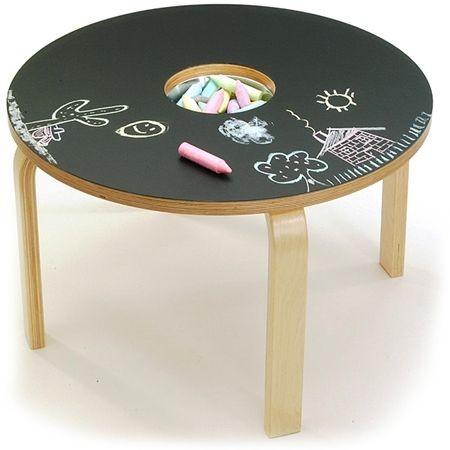 Fai di un tavolino uno spazio in cui i bambini possono liberare la fantasia