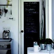 Perché non dare alla porta della cucina o della camera un aspetto fuori dal comune? Ottimo per lasciare messaggi