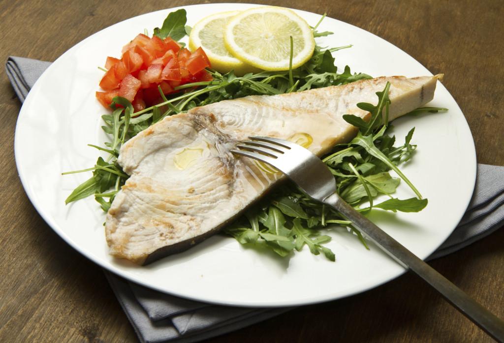 a Ferragosto non può mai mancare il pesce sulla tavola. Prova ad esempio il pesce spada al forno oppure una bella orata al sale