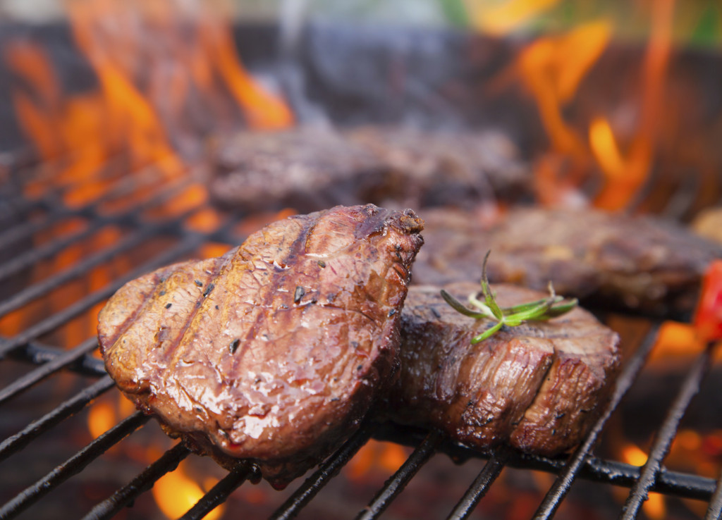 a Ferragosto puoi optare anche per una bella grigliata di carne che mette piace davvero a tutti