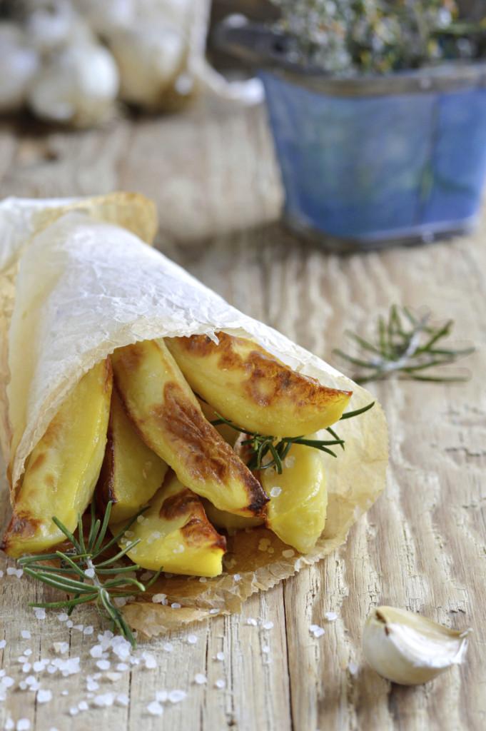le patate sono un contorno sempre gradito, da servire con la carne o con il pesce  in tante varianti: arrosto, bollite, in insalata, fritte oppure con qualche salsa sfiziosa