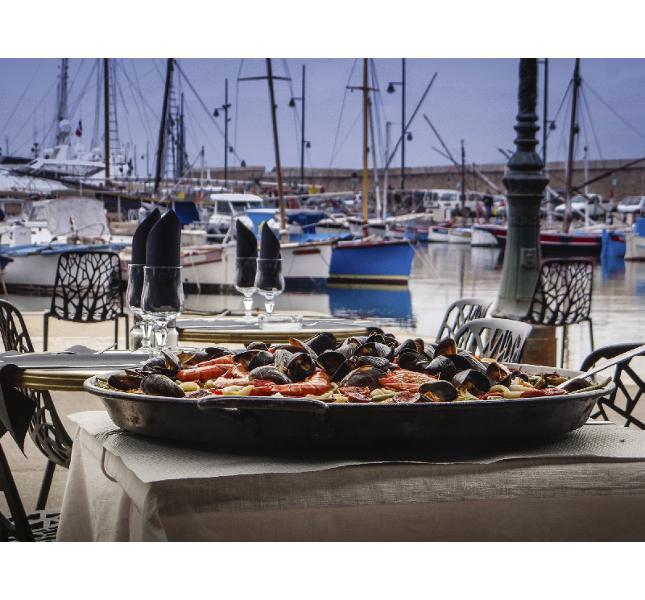 Saint-Tropez: cucina mediterranea in un ristorantino tipico / photo: Getty