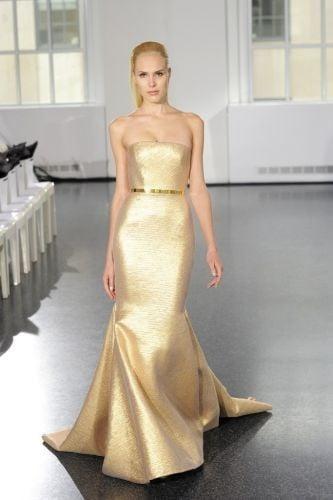 Per l'autunno 2014, Romona Keveza ha osato un modello color oro, per una sposa davvero sicura di sé