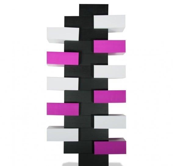 Sviluppo verticale e modulabile, questa scarpiera, Mark H., si compone come un lego ed è inoltre disponibile in diversi colori