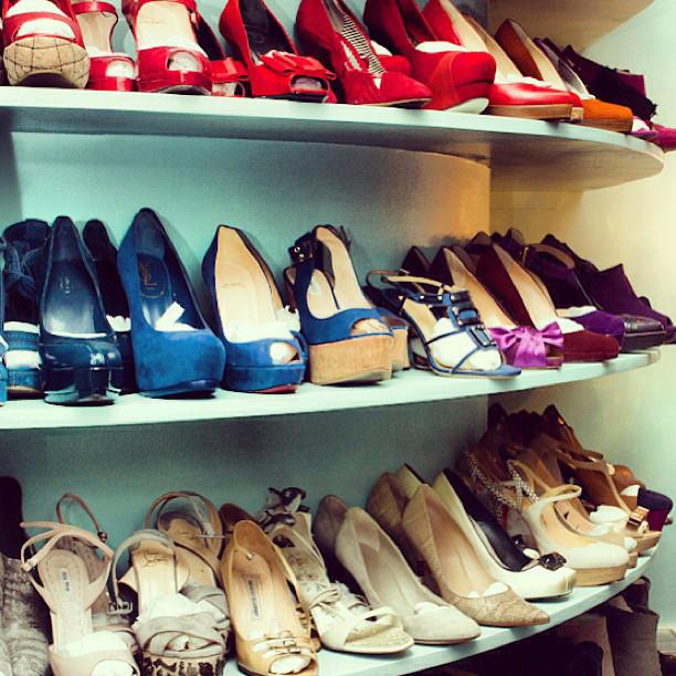 Se hai tante scarpe e sei brava nel fai da te perché non costruire una scarpiera con le tue stesse mani?