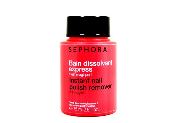 Un nuovo e comodo polish remover studiato appositamente per nutrire intensamente le unghie