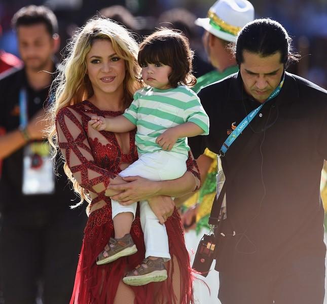 Shakira alla cerimonia di chiusura dei Mondiali 2014 con Milan