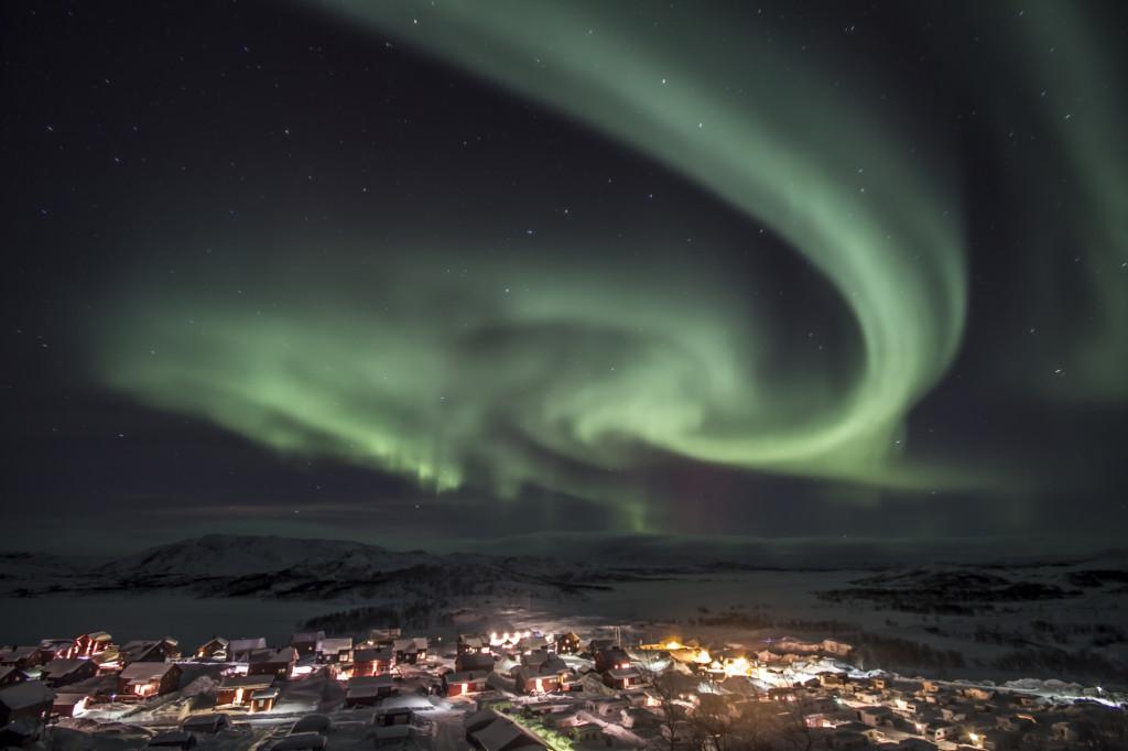 Il riverbero dell'aurora boreale sulle nevi della Svezia
