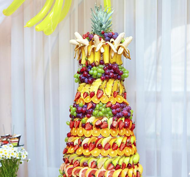Esplosione di colori per la torta tutta frutta. Una goduria per il palato e per gli occhi.