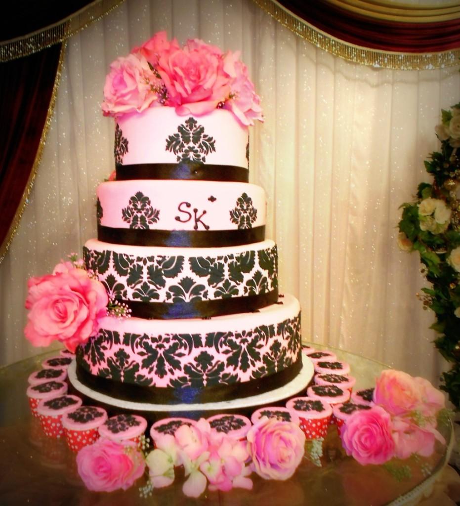 torta nuziale a piani toni nero e fucsia foto by artistiquecake