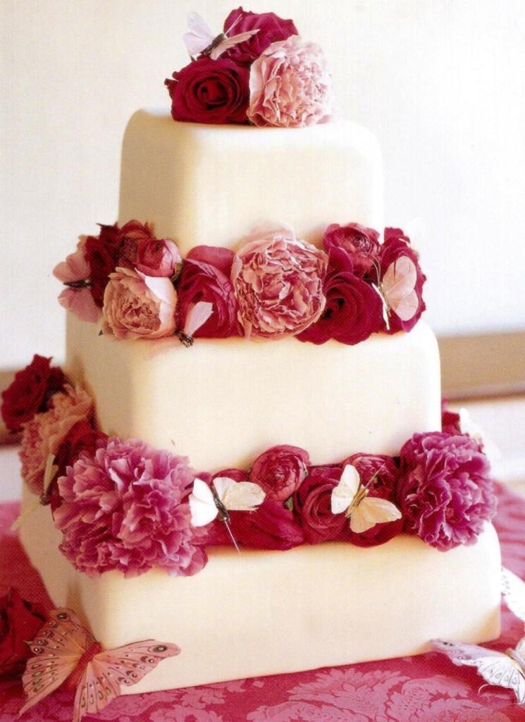 torta nuziale con rose e fiori rossi e rosa foto by cake-ange