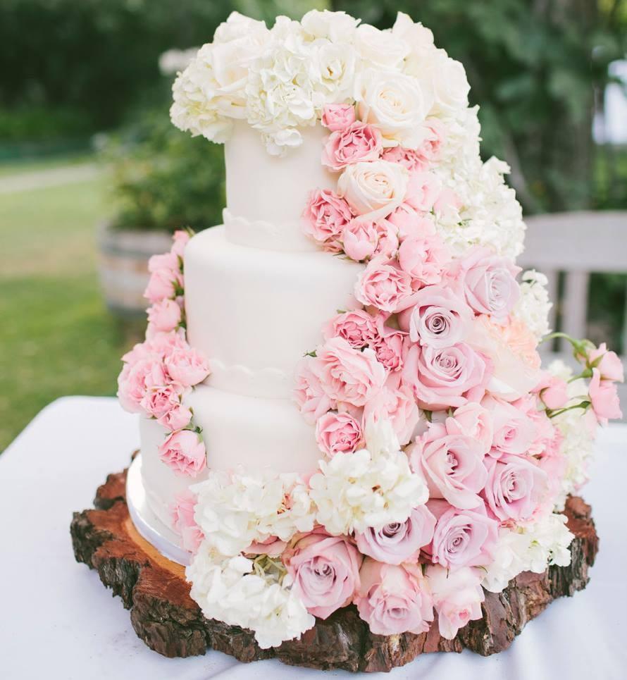 torta nuziale con rose rosa pastello foto by modwedding