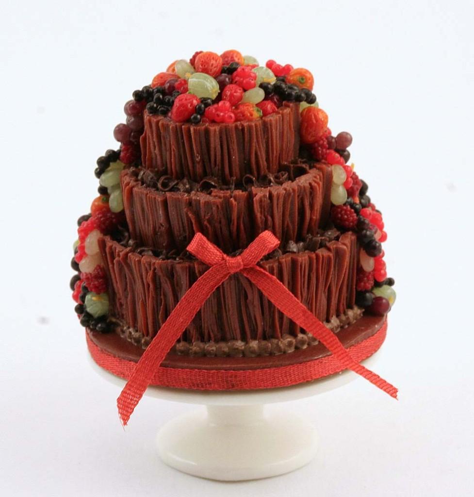 torta nuziale estiva a tre piani con cioccalata e frutta foto by linsminis