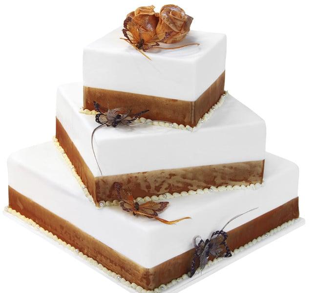 Quadrata con brio! La torta a piani quadrati e rigorosi ma disposti in modo anticonvenzionale! Chic e originale.