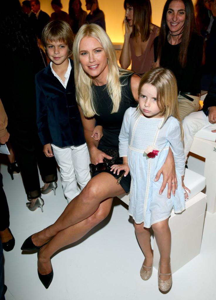 Insieme ai figli Tiziano e Taìna ad una sfilata durante la Fashion Week di Milano