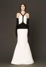 Vera Wang, Primavera 2014, una collezione sulla cifra del bianco e nero: qui il modello Mara