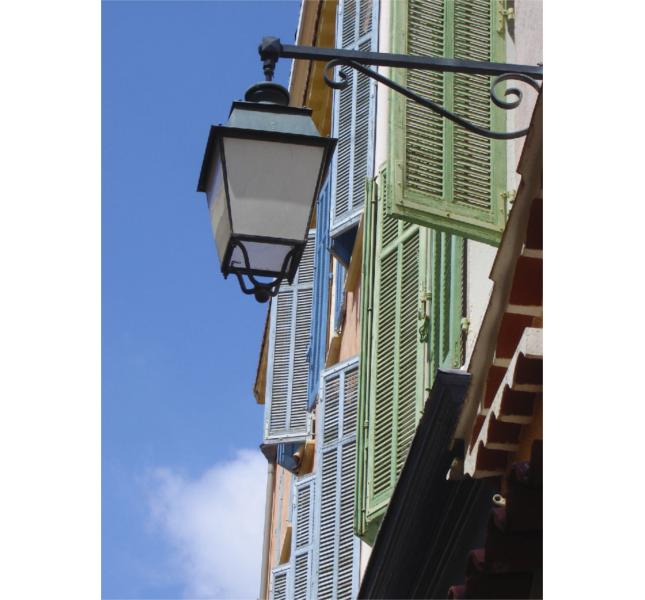 Saint-Tropez, una passeggiata tra i vicoli colorati