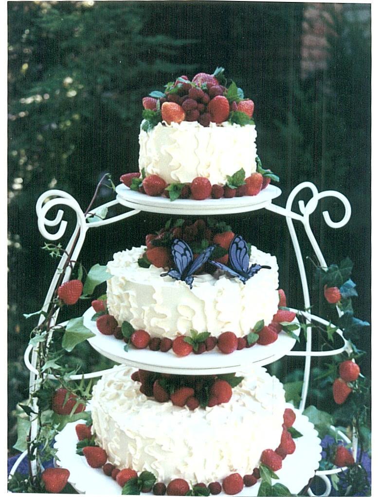 wedding cake alla frutta molto rustica foto by Cake Rack Bakery