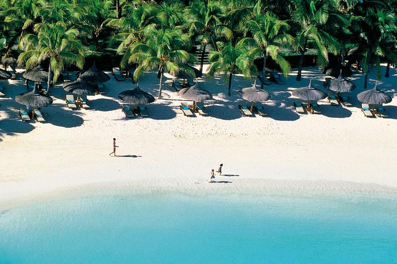 Cose da fare assolutamente a Mauritius: trascorrere ore e ore sdraiati sulla sabbia bianca
