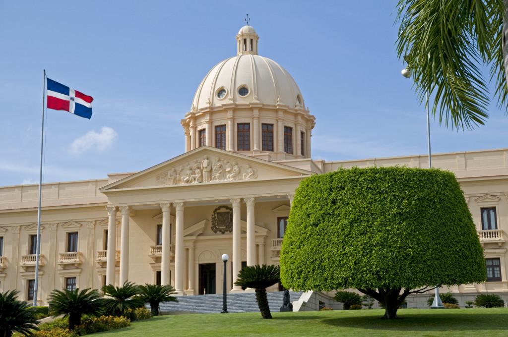 Fra i monumenti da visitare a Santo Domingo il Palazzo Nazionale, simbolo del colonialismo e dell'antica bellezza della città