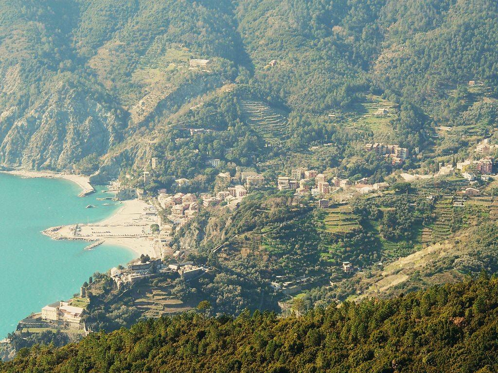 Tra architetture religiose e natura lussureggiante, sono molte le attrazioni di Monterosso