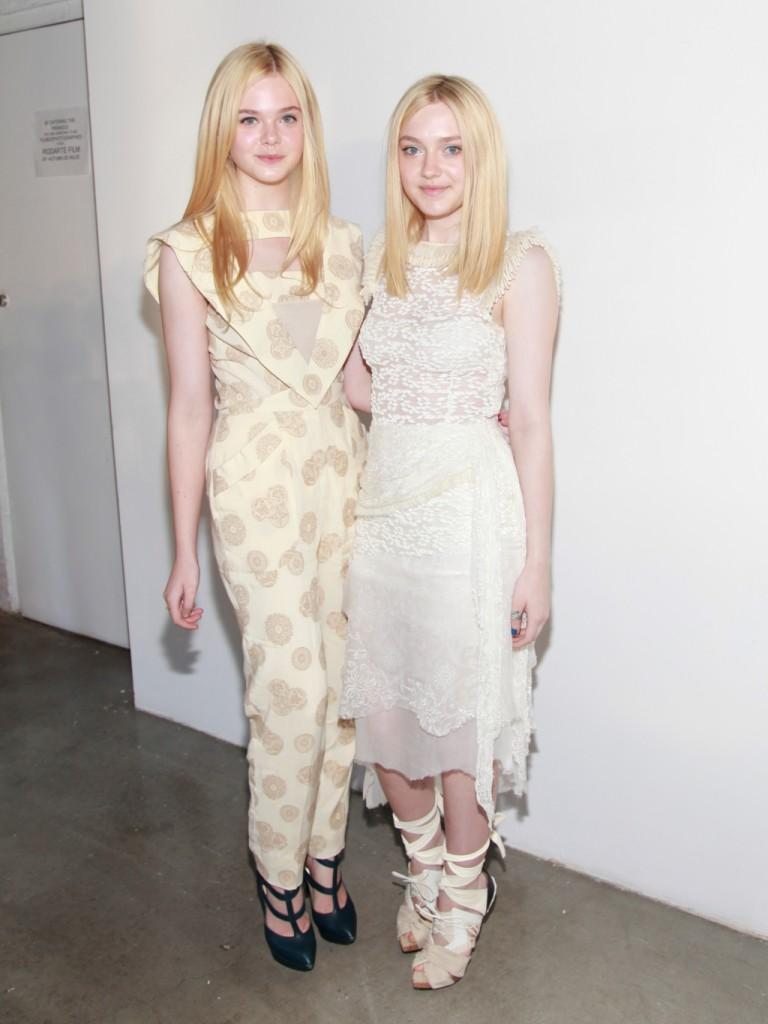 Stesso look diafano per le due sorelle