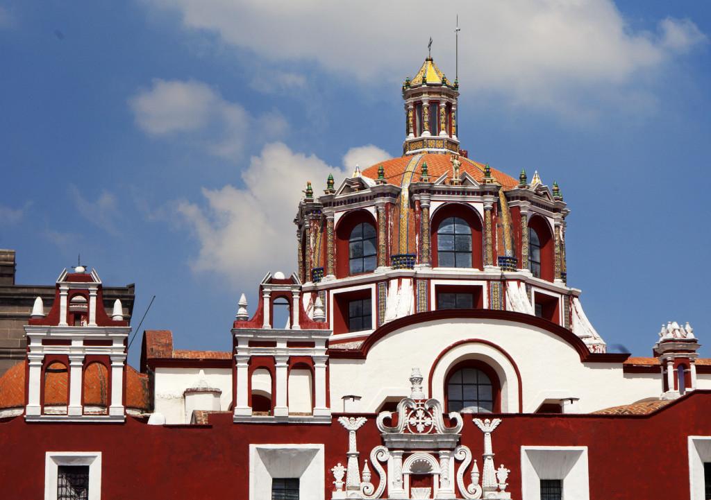 Santo Domingo è considerata la più antica capitale del Nuovo Mondo, ospita la prima cattedrale, la prima università, la prima strada e il primo ospedale che furono costruiti in America
