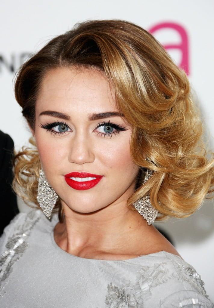 Biondi con meches per la trasgressiva Miley che ama cambiare tonalità di biondo molto spesso