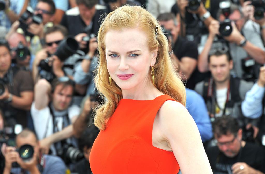 Pelle bianca senza un filo di abbronzatura per una delle donne più belle al mondo