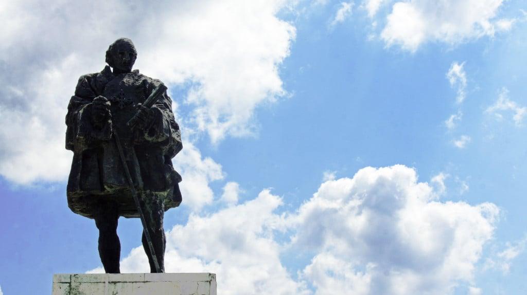 Fra i monumenti più simbolici la statua di Cristoforo Colombo che scoprì il Nuovo Mondo