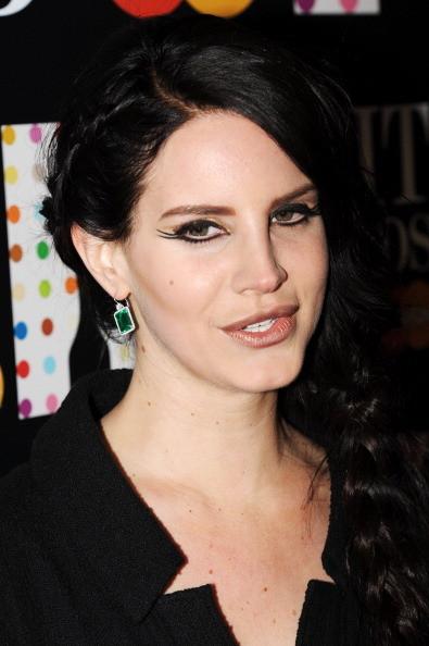 Occhi da gatta per il beauty look di Lana Del Rey