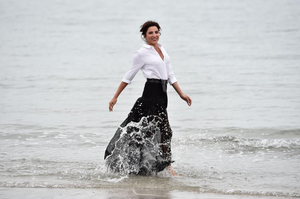 L'attrice gioca tra le acque di Venezia