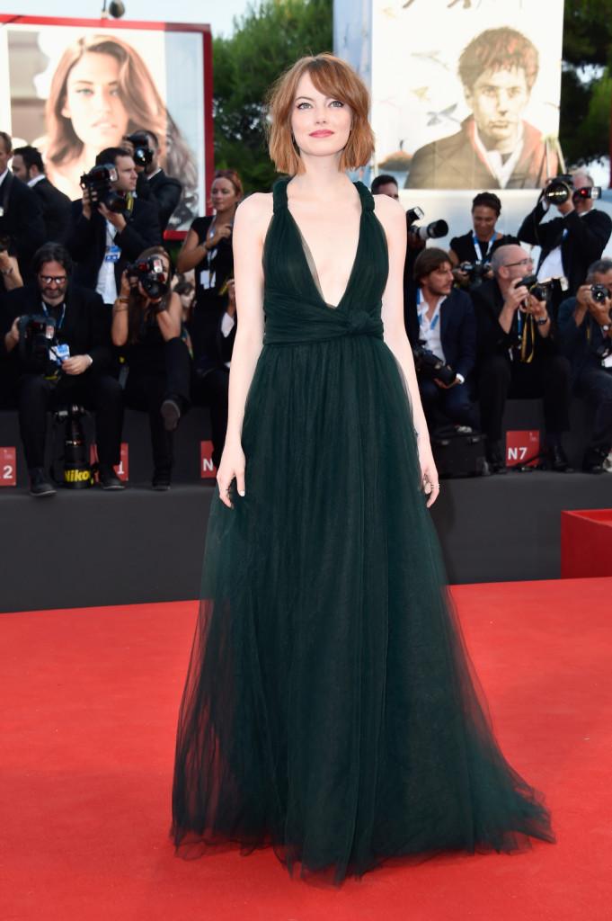La bellissima Emma Stone, la più elegante sul red carpet del primo giorno di Mostra - Venezia 2014