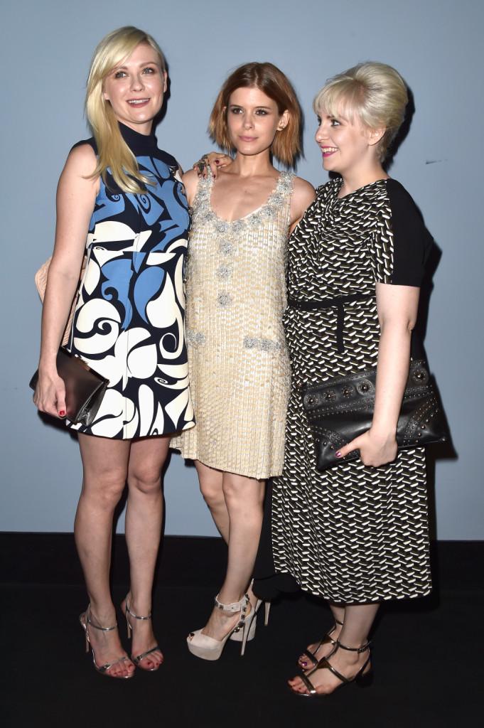 Kirsten Dunst, Kate Mara e Lena Dunham posano insieme durante l'evento