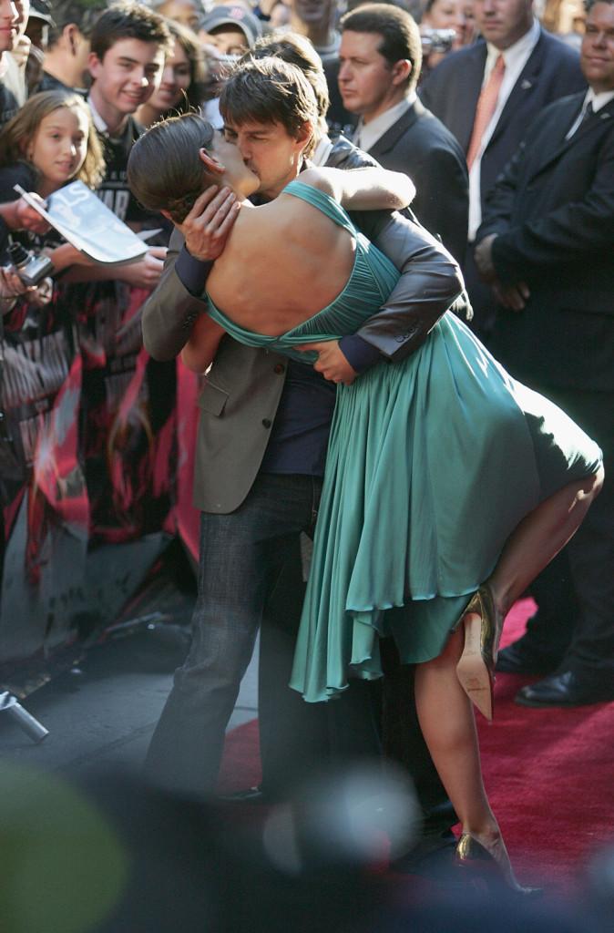 Che bacio! Cruise e la Holmes alla premiere di