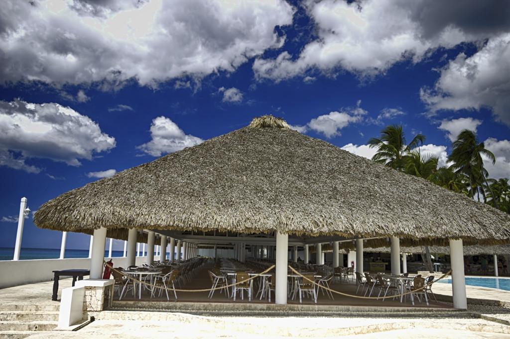 In tutta la zona si trovano tantissimi ristoranti sulla spiaggia che offrono piatti a base di molluschi e pesce.